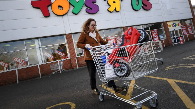 toys-r-us-uk-goes-into-administration